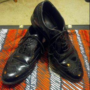Nice Black Florsheim Wingtip Oxford Dress Shoes